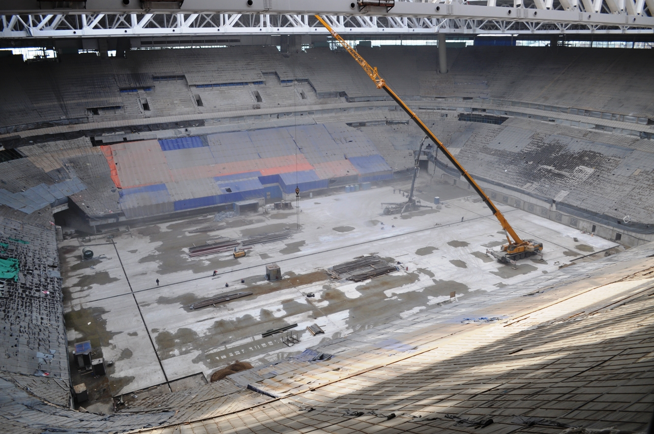 Cмонтированы пути для выкатного поля стадиона на Крестовском острове. Завершён важнейший этап общестроительных работ