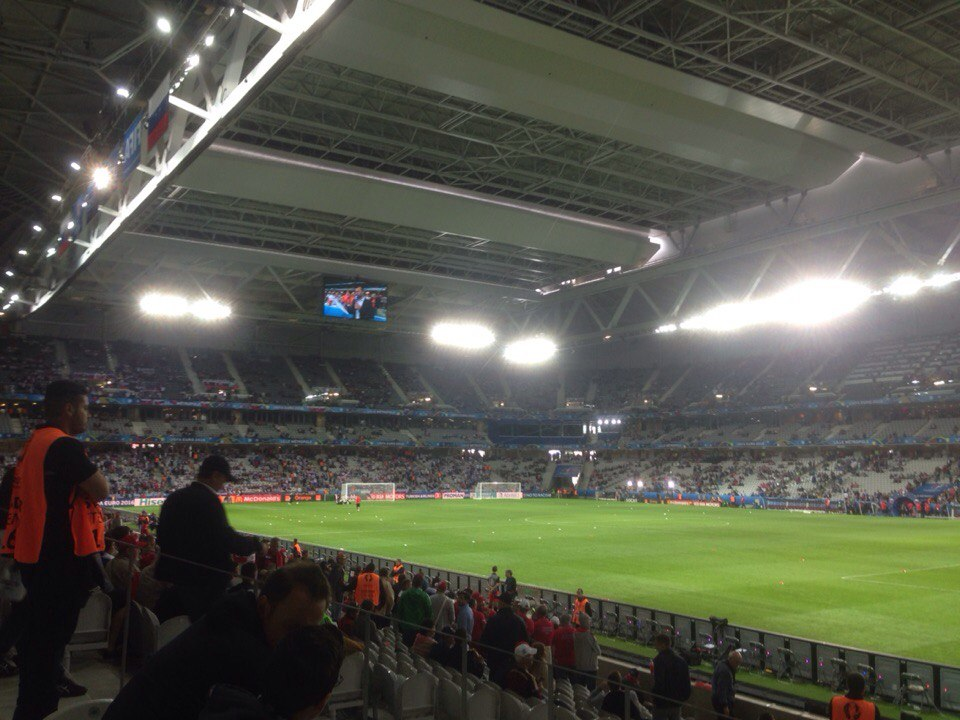 УЕФА признает, что газоны на стадионах ЧЕ-2016 не лучшего качества