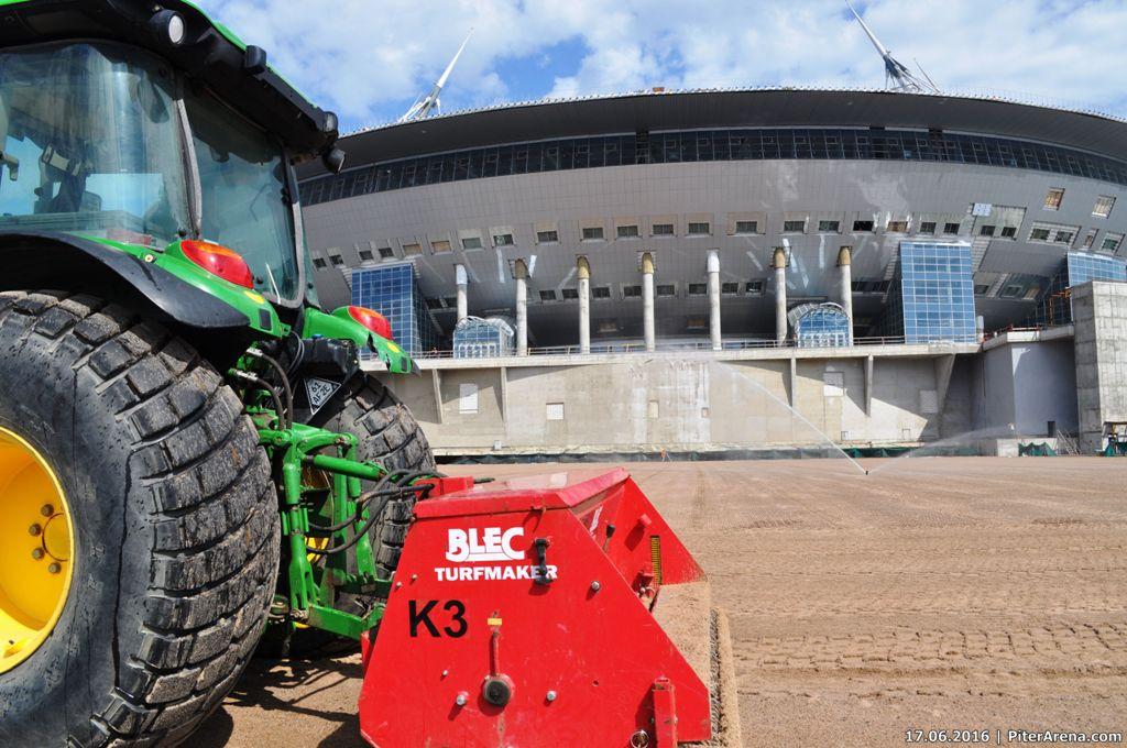 На «Крестовском» засеян футбольный газон