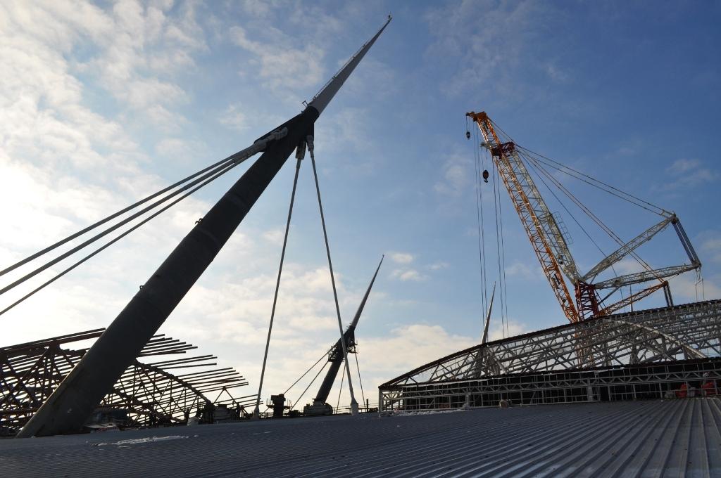 «Инжтрансстрой-СПБ»: Поднят девятый блок раздвижной крыши стадиона на Крестовском острове. Стадион готов на 84%